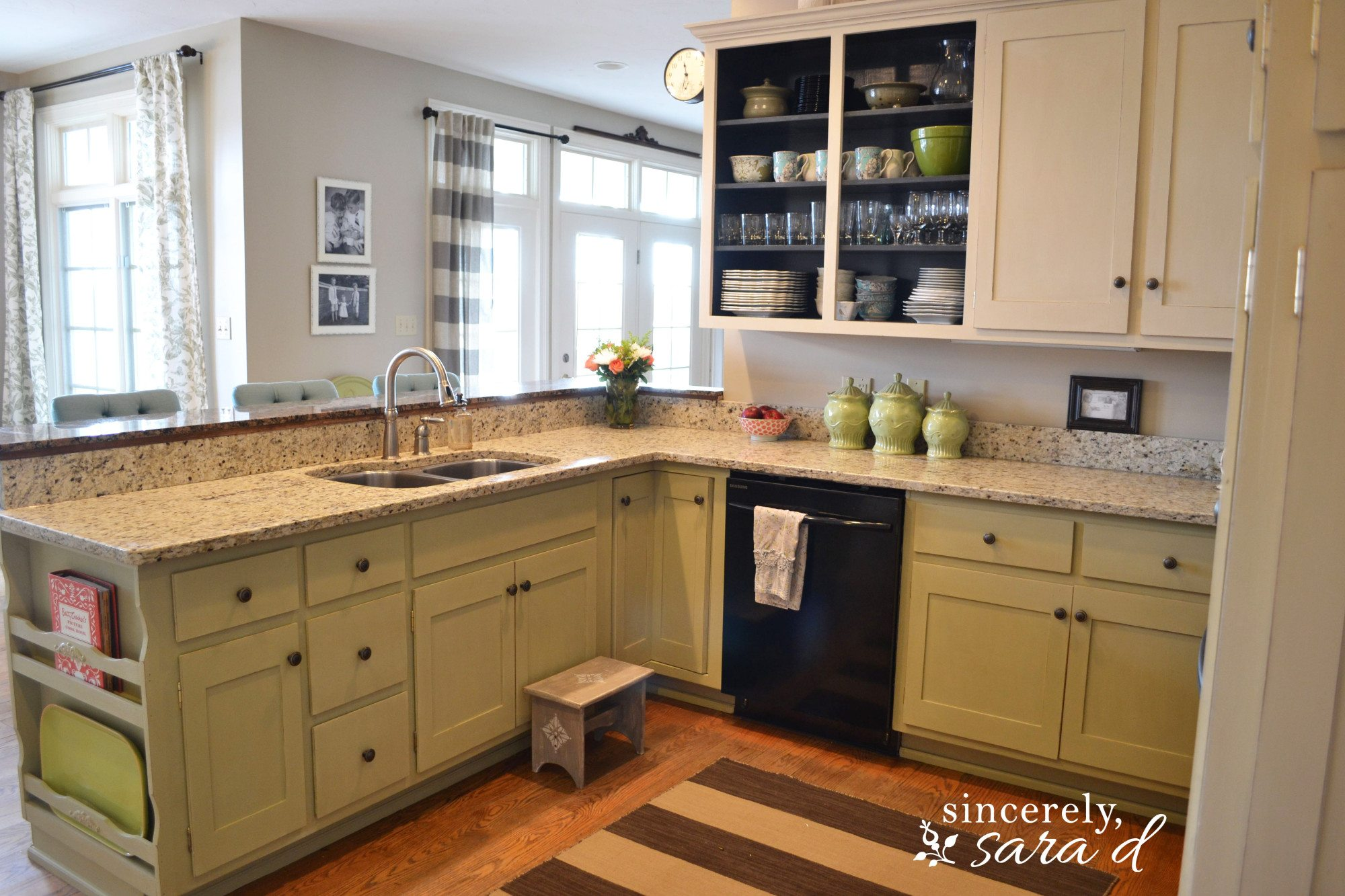 Painting Kitchen Cabinets with Chalk Paint - Update ...