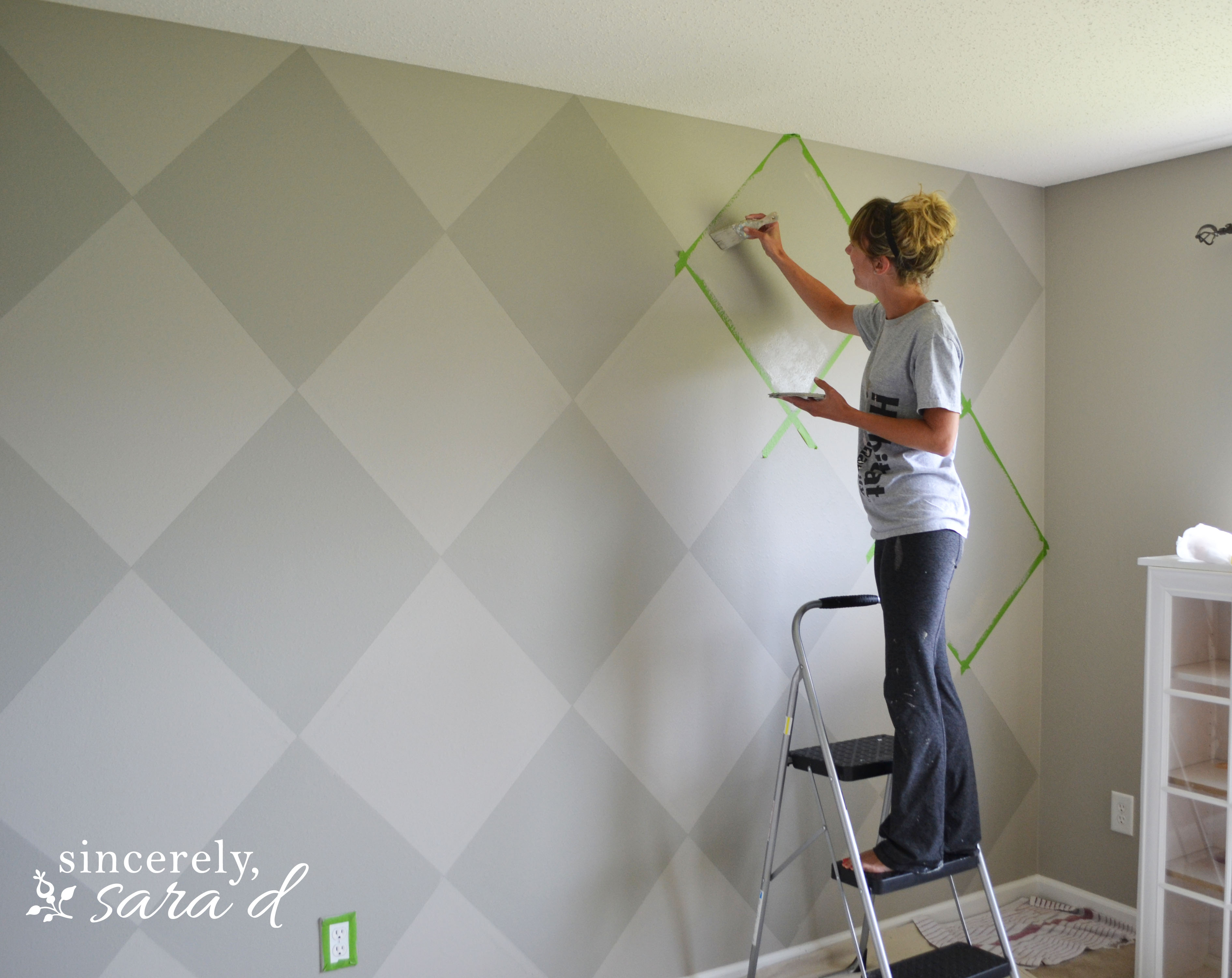 Argyle painted wall sincerely sara d after i saw the above picture i immediately schedule an appointment with my hairdresser to fix the bleach out bun amipublicfo Image collections