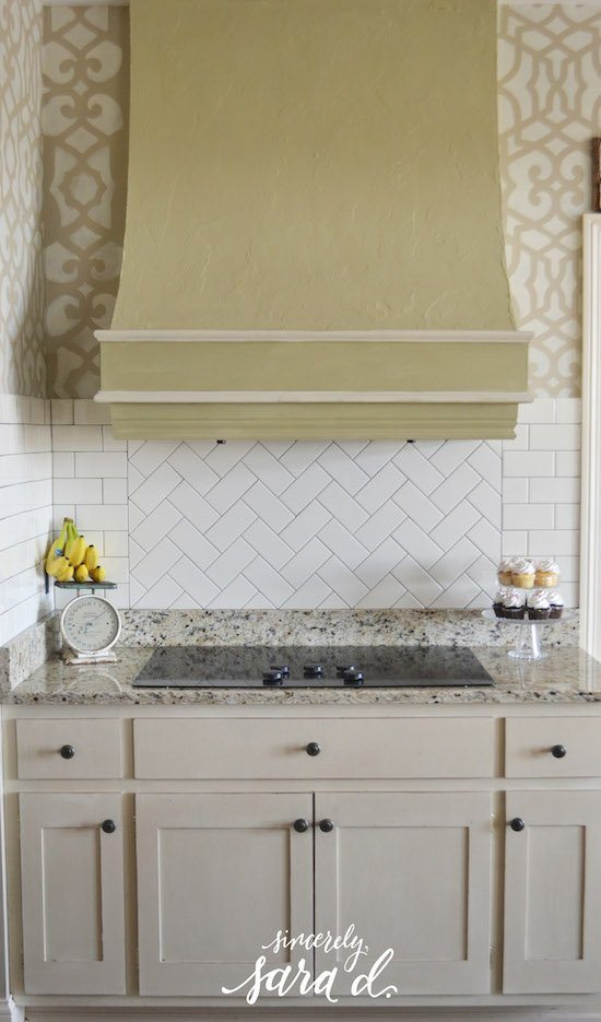 Herringbone Subway Tile : kitchen-with-subway-tile - designwebi.com