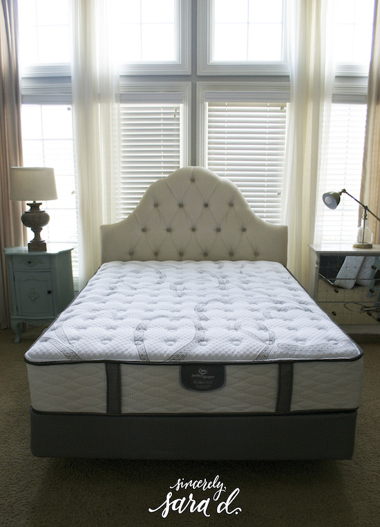 master bedroom makeover tips for making a pretty bed sincerely sara d. Black Bedroom Furniture Sets. Home Design Ideas