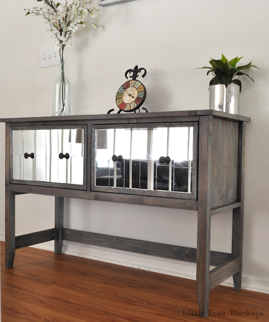 Mirrored-console-table-in-entryway