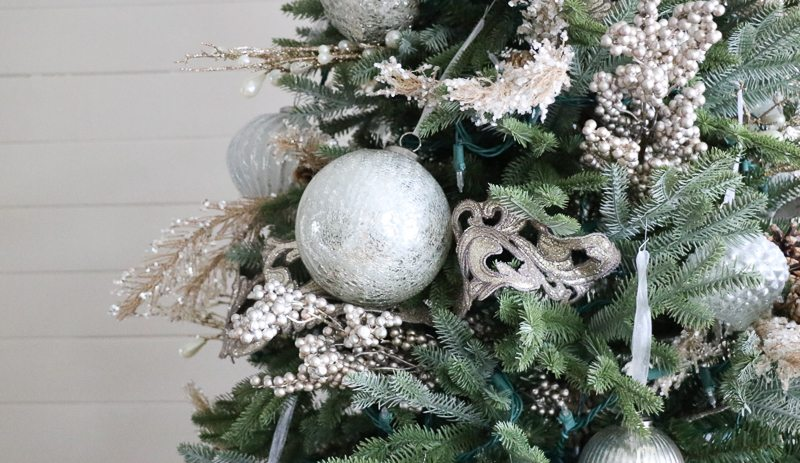 diy-christmas-tree-decor-tutorial