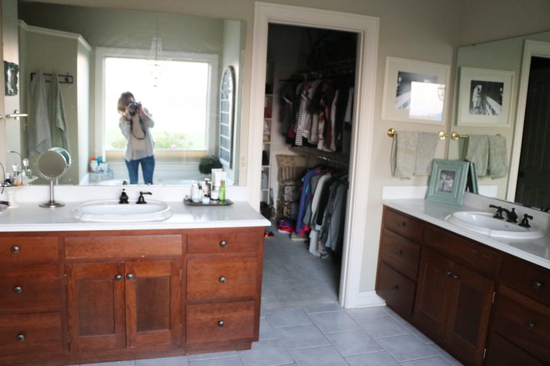 bathroom-remodel-before-sincerely-sara-d-1-5