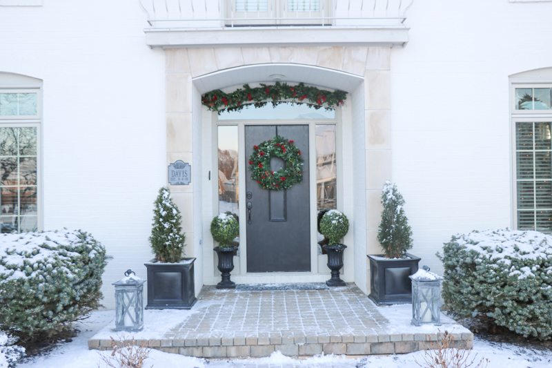 winter-decor-with-balsam-hill-7