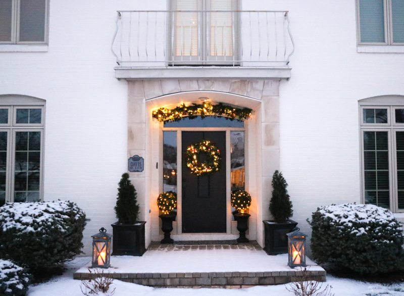 winter-decor-with-balsam-hill_