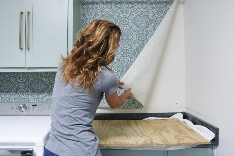 Removing starched fabric from walls