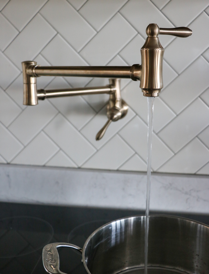 Kitchen Faucet With Pot Fill Mode