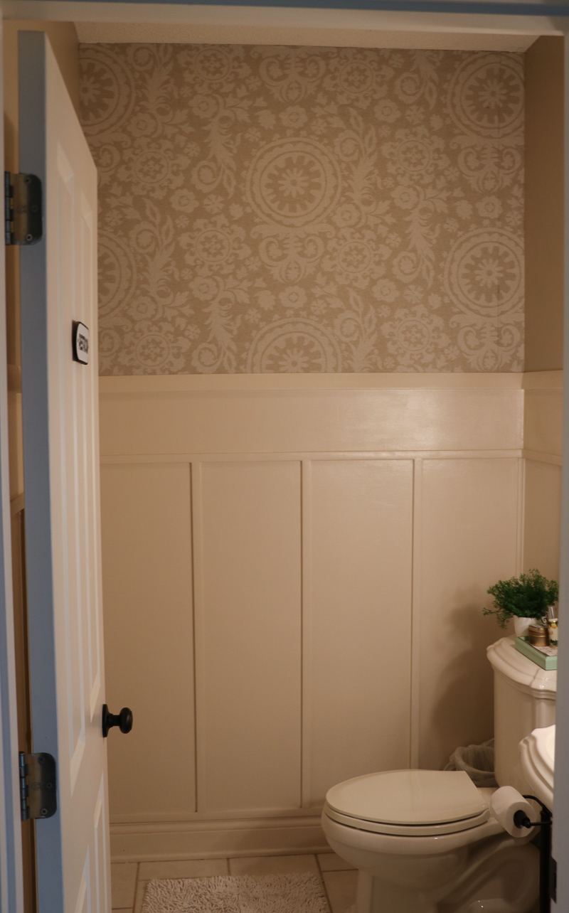 Navy Bathroom Makeover Sincerely Sara D - What color should i paint my bathroom